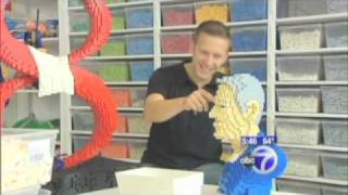 getlinkyoutube.com-Sean Kenney: LEGO Man.  Eyewitness News report (ABC / New York)