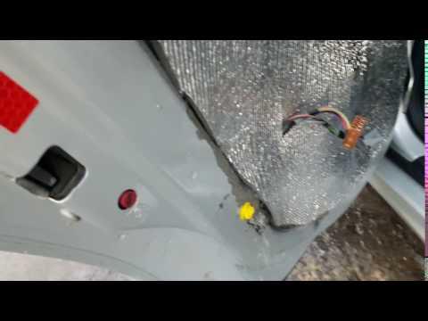 Причина мокрых ковриков Saab 9-3
