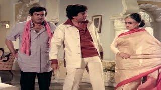 Nadira insults Sanjeev Kumar