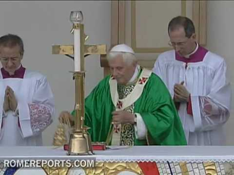 La liturgia de Benedicto XVI  segn Guido Marini  su Maestro de Ceremonias