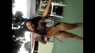 getlinkyoutube.com-Morena novinha de bikini dançando lepo lepo