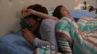 getlinkyoutube.com-Playful Kiss-Funny bed scene