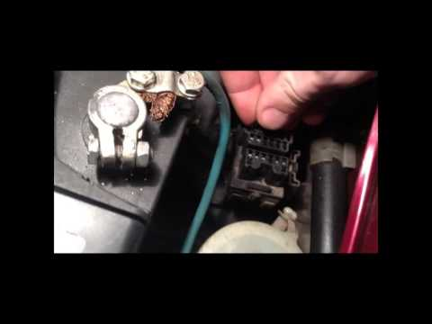 Где находится датчик детонации у Mazda Biante