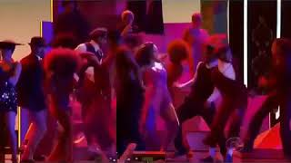 Rihanna does the Gwara Gwara at the Grammys