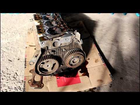 Обрыв ремня ГРМ загнуло клапана снимаю головку 2часть Peugeot 407 1,8 Пежо 407 2005 года