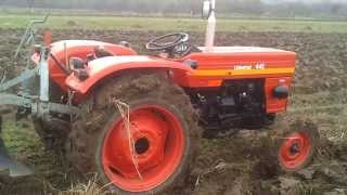 getlinkyoutube.com-Tractor universal UTB 445 - la arat.  (video 6 )