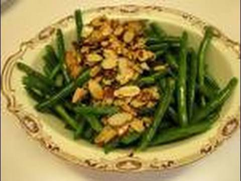 Betty's Sauteed Green Beans with Toasted Almond Topping Recipe