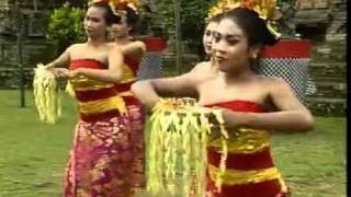 getlinkyoutube.com-Tari Pendet from bali INDONESIA