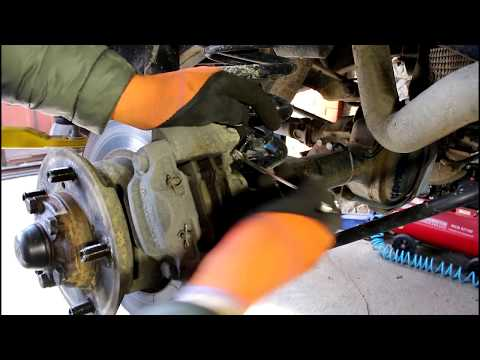 Замена задних тормозных дисков и колодок на Land Rover Defender Ленд Ровер Дефендер 2013 года 1часть
