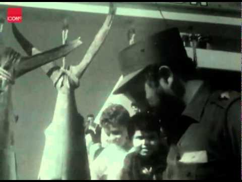 Fidel Castro chats with Che Guevara after winning a fishing contest