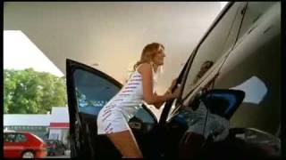 Funny Ads - Sexy Girl in Carwash