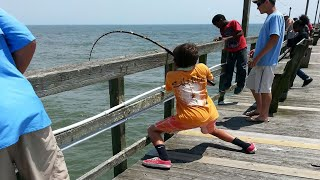 getlinkyoutube.com-Giant Stingray Fishing From Oak Island (Yaupon) Pier!
