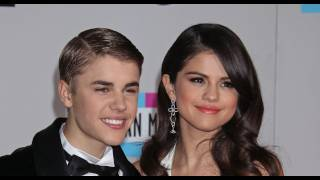 getlinkyoutube.com-Justin Bieber & Selena Gomez caught in action 2011