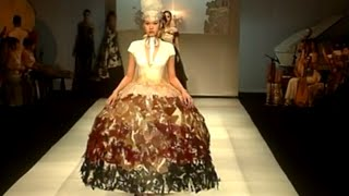 getlinkyoutube.com-Shenzhen Fashion Week Shines with Combination of Chinese Traditional Culture, Modern Design