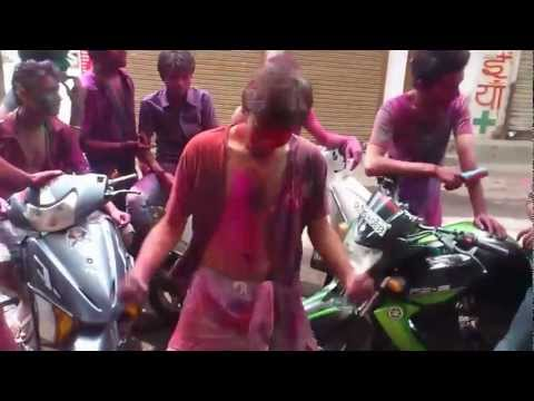 Harlem Shake Holi version __!!! ( part -1 )