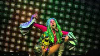 Miley Cyrus & Her Dead Pets - Party In The USA (tease)/Dooo It! (Philadelphia,Pa) 12.5.15