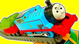 getlinkyoutube.com-Super Fast Thomas The Tank Trackmaster Mod & Train Wreck Stunts Crashes