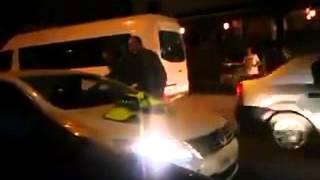 getlinkyoutube.com-امرأة تستفز رجال الدرك الملكي وترفض تسليمهم وثائق السيارة