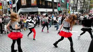 getlinkyoutube.com-flash mob! shinjuku cool stage with Madonna 新宿突然ダンスバトル
