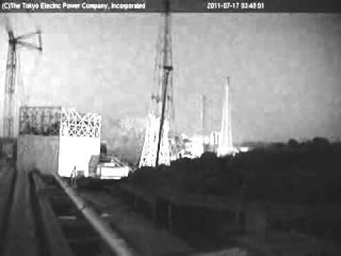 Fukushima liberando material radioativo durante a madrugada.
