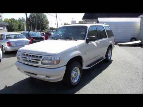 1997 Ford Explorer Limited V8 AWD Start Up, Exhaust, and In Depth Tour