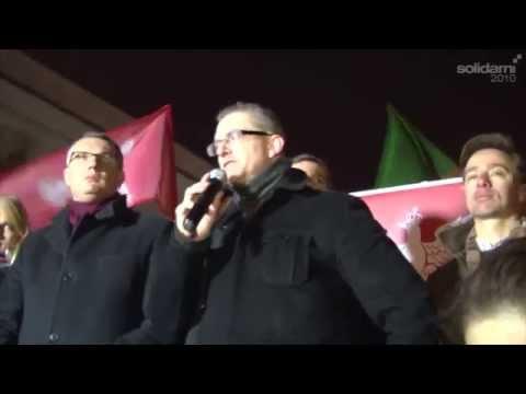 Grzegorz Braun przed siedzibą PKW 20.11.2014