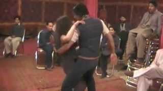 getlinkyoutube.com-Qayamat Qayamat Pakistani couple dance in shadi