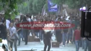 Elazığ'da Polise Taşlı Sopalı Saldırı