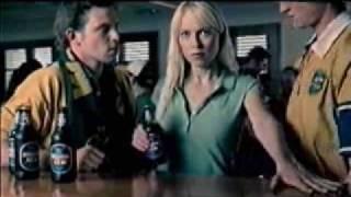getlinkyoutube.com-Bierwerbung - wie öffnet Frau das Bier???