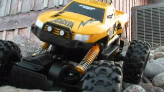 getlinkyoutube.com-Maisto tech RC rock crawler review