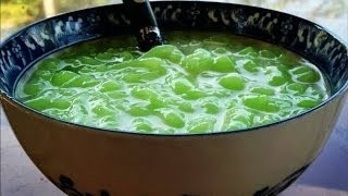 getlinkyoutube.com-How to make Nom Lort (Cambodian pandan flavored jello in a sugary coconut sauce)