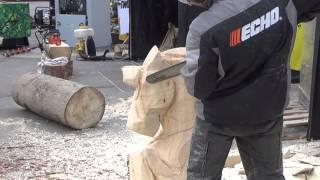 getlinkyoutube.com-Резьба бензопилой. Мастер-класс на международной выставке инструментов, оборудования, технологий.