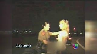 getlinkyoutube.com-Perturbador video revela a la policía tocándoles las partes íntimas a mujeres