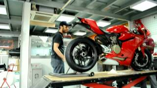 getlinkyoutube.com-DUCATI 1199 PANIGALE FROM THE BOX TO THE STARTUP
