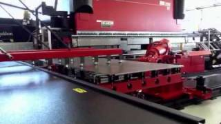 getlinkyoutube.com-AMADA Astro Bending Robot