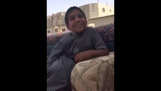 getlinkyoutube.com-ردت فعل ولد بدوي عرف ان في بنات يكشفون وجيهم هههههه
