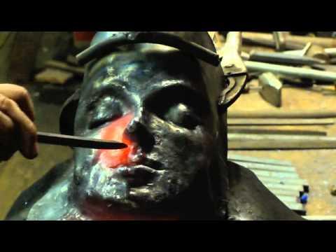 Niesamowite! Wykuł ludzką twarz z żelaza