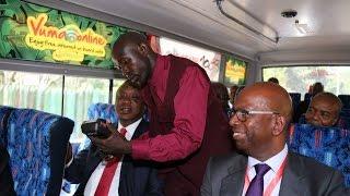 getlinkyoutube.com-Uhuru ditches limo, pays Sh30 matatu fare into CBD