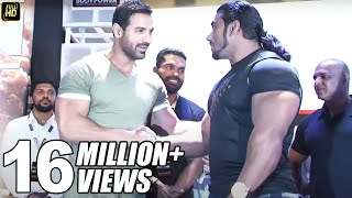 getlinkyoutube.com-John Abraham At Gym Training Bodybuilders In Workout