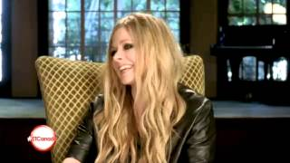 getlinkyoutube.com-Avril Lavigne Funny Moments (2013) - Part 1