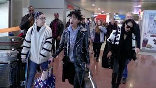 getlinkyoutube.com-EXCLUSIVE - Willow Smith and Jada Pinkett Smith arriving at the airport in Paris