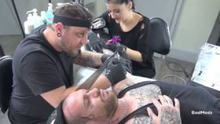 getlinkyoutube.com-4 Hands Tattoo / 2 Tattooers on the same customer (Blackwork)