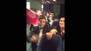 getlinkyoutube.com-احتفال الطلاب بالباص بعد البرايم الاخير و حنان تطلب من جمهورها ان يحضرو للمطار لمساندتها