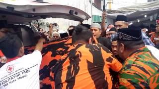 getlinkyoutube.com-Ribuan Kader PP Menyambut Jenazah Aweng
