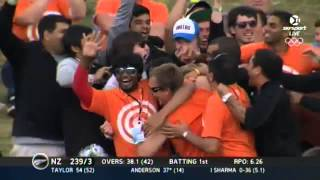 getlinkyoutube.com-Another Amazing One Handed Crowd Catch = $100k at hamilton ODI New Zealand vs India