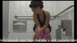getlinkyoutube.com-Confusión en el baño entre dos mujeres