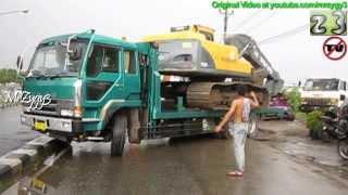 getlinkyoutube.com-Mitsubishi Fuso Transporting Excavator Volvo EC210B