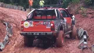 getlinkyoutube.com-Toyota Hilux 4x4 (MORExtreme) 2013.Malaysia
