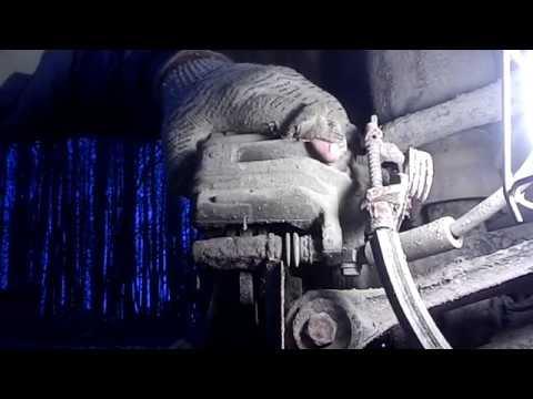 Замена задних тормозных колодок на Ауди Аллролд без спец инструмента!