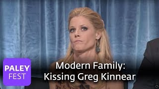 getlinkyoutube.com-Modern Family - Julie Bowen on Kissing Greg Kinnear